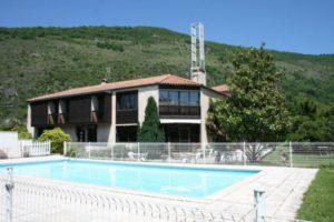 hotel pyrene foix piscine exterieure 600x400 1 300x200